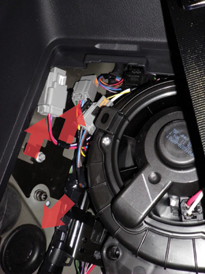 how to install trailer wiring kit on land rover lr4 rh roverparts com Land Rover as a Bar Back Land Sailing Rover