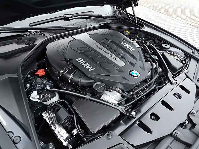 BMW V8 Engine