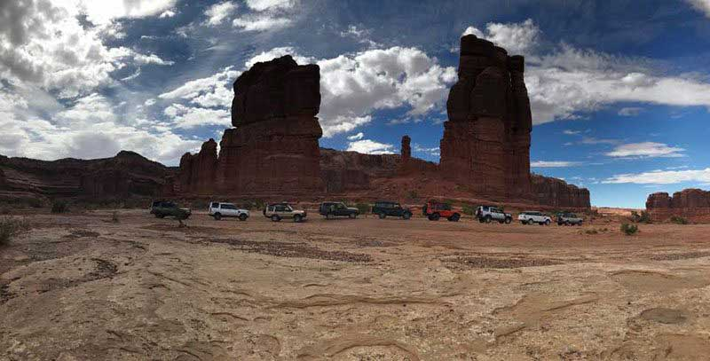 Rover lineup in Moab at the national rally