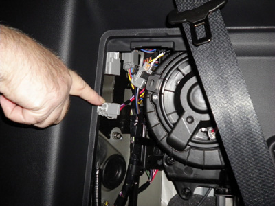 VPLAT0013ABP_Photo04a how to install trailer wiring kit on land rover lr4 2011 land rover lr4 trailer wiring harness at pacquiaovsvargaslive.co